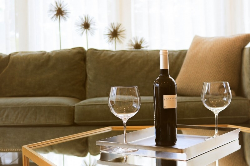 sofa-glass-wine