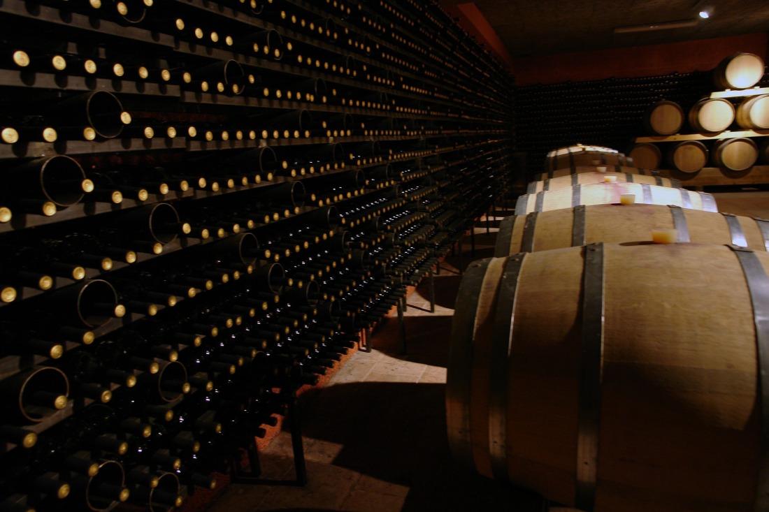 wine-cellar-2430651_1920