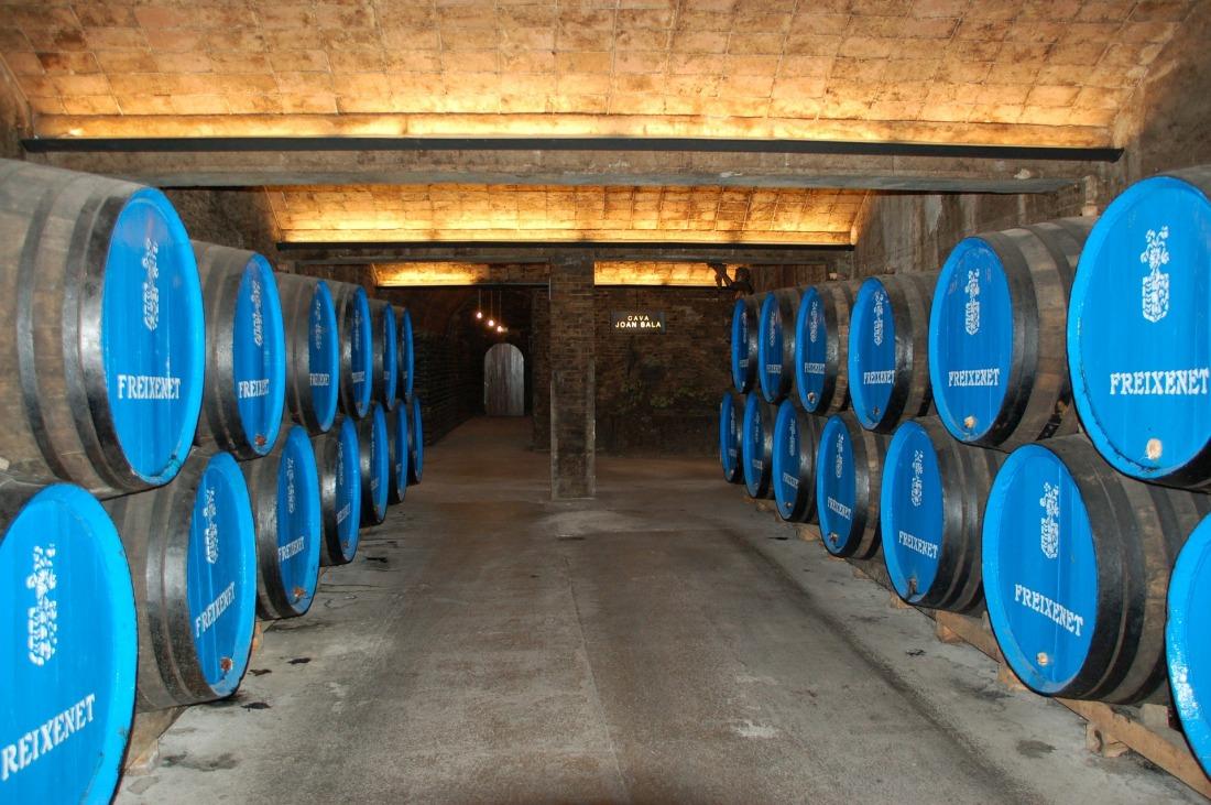 wine-cellar-242048_1920